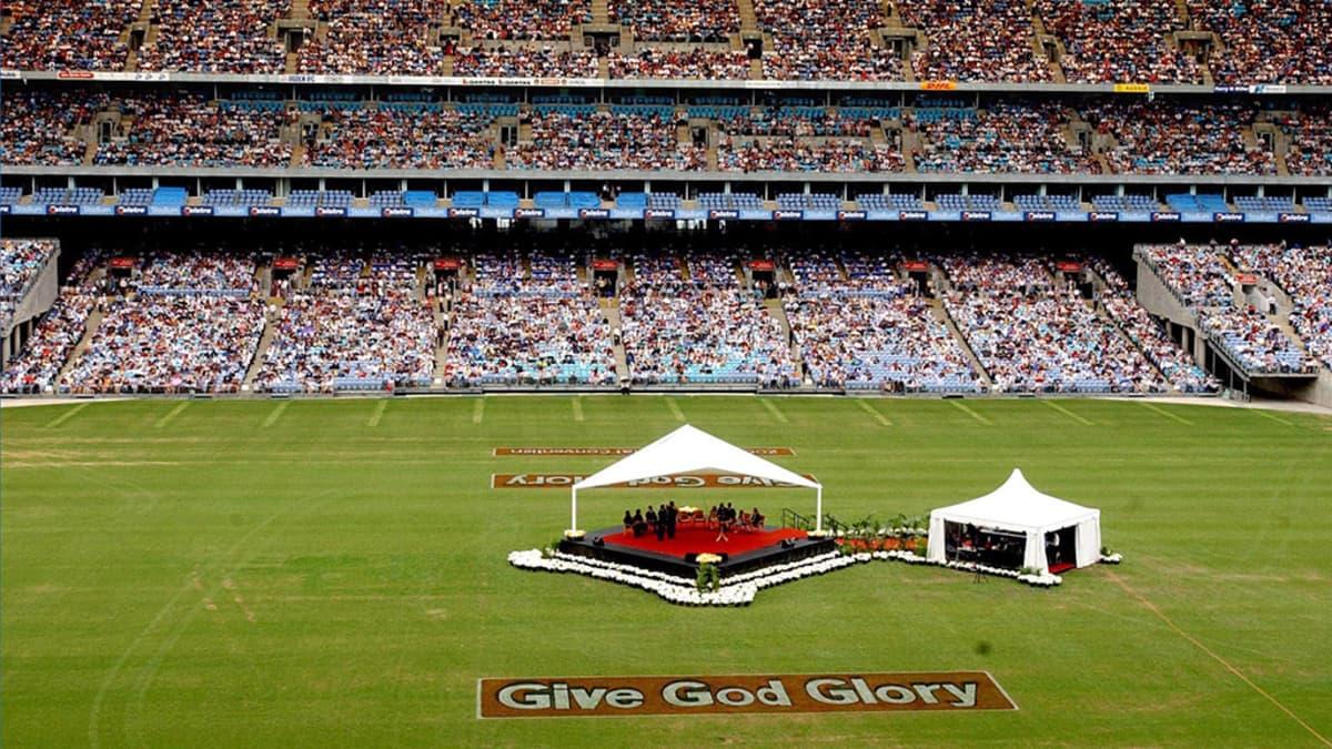 Jehovan todistajien konventti Telstra Stadionilla Australiassa vuonna 2003.