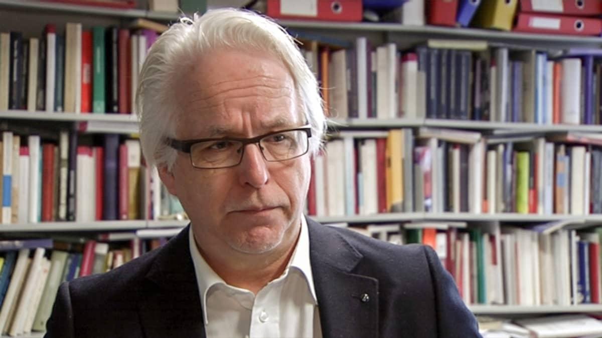 Helsingin yliopiston oikeushistorian ja roomalaisen oikeuden professori Jukka Kekkonen.