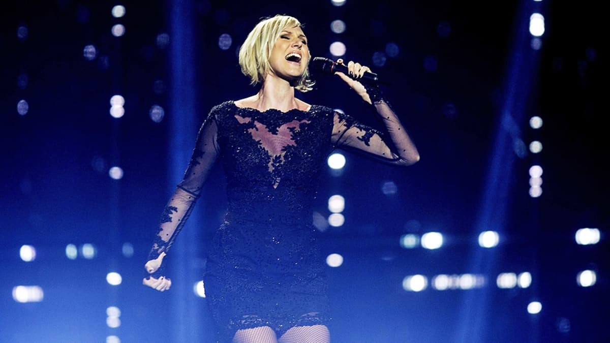 Ruotsin euroviisuedustaja Sanna Nielsen lavalla.