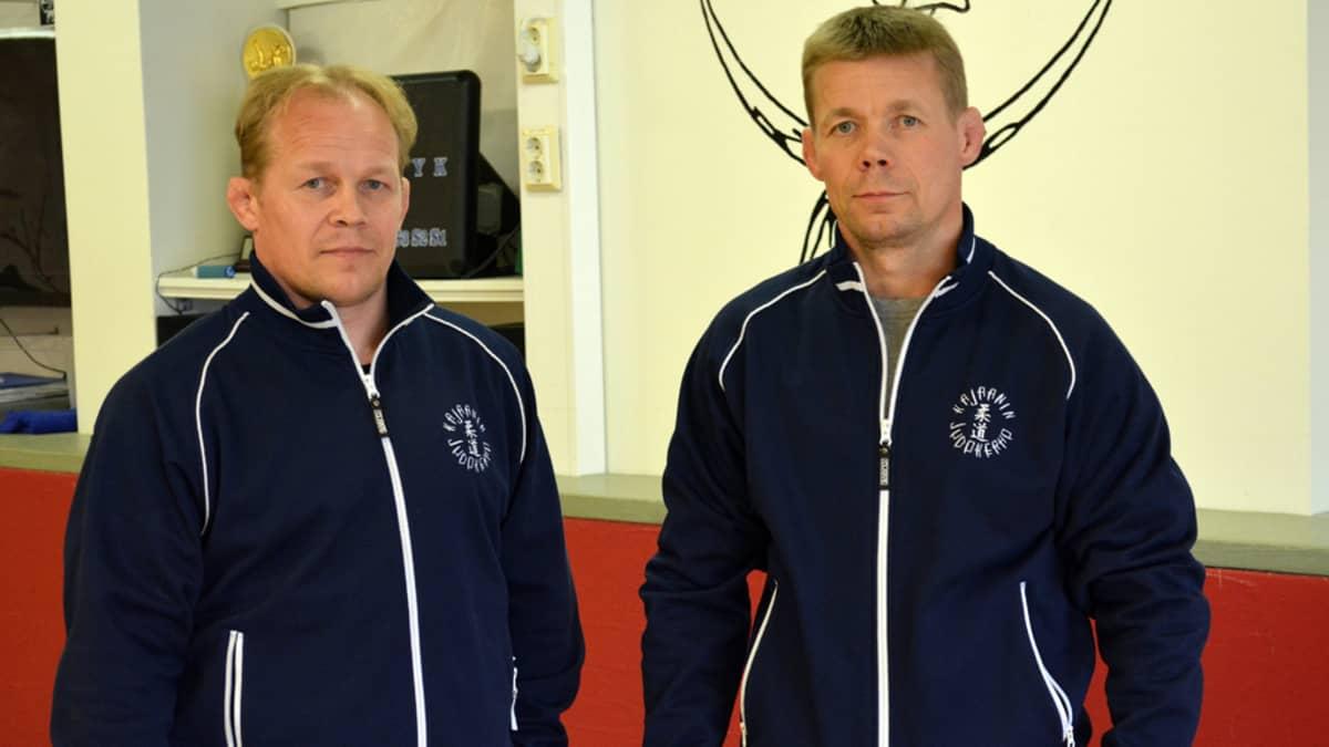 Veljekset Marko ja Jorma Judokerhon tiloissa