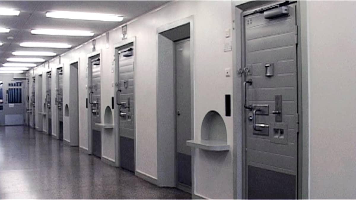 Sellin ovia Riihimäen vankilassa.