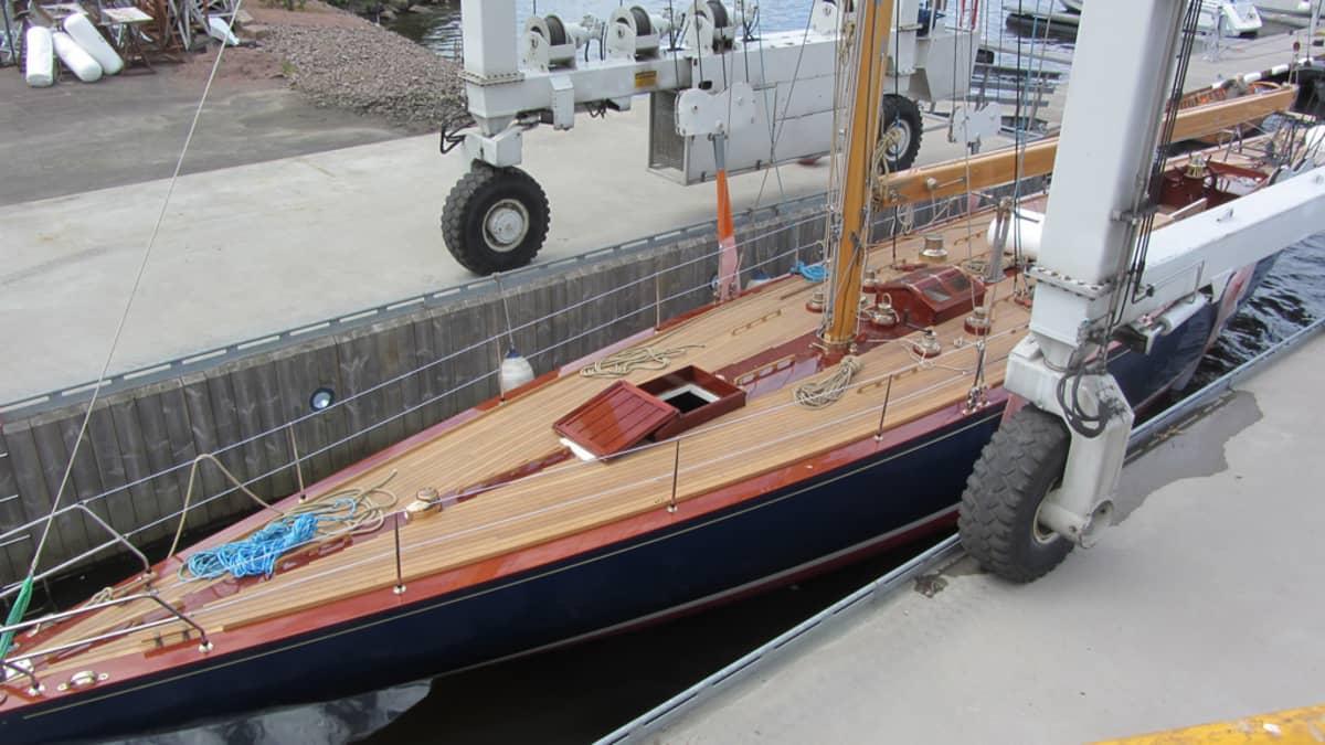 Blue Marlin -vene vesillä.
