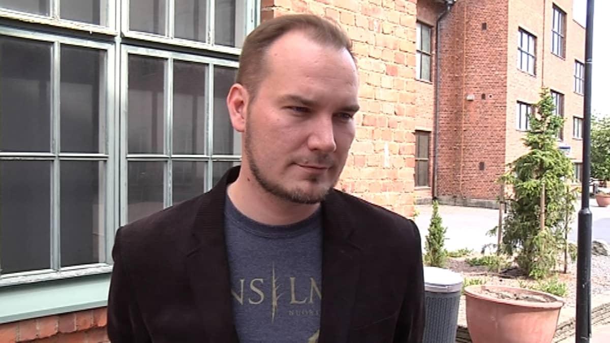 Ohjaaja Toni Kurkimäki.