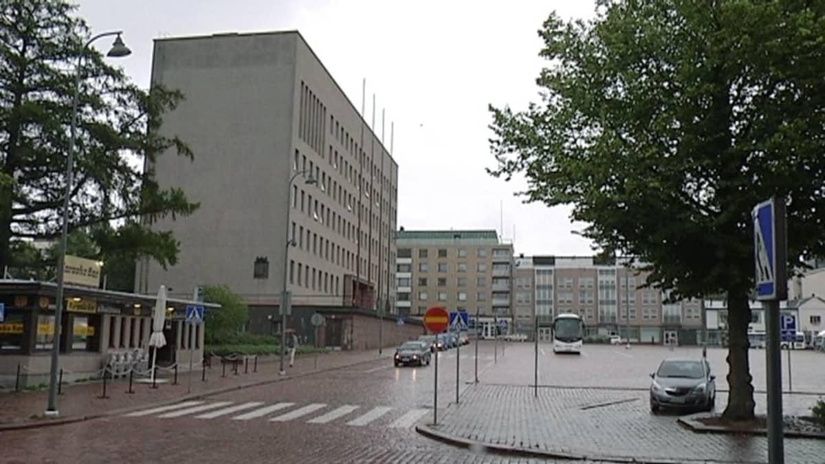 Kotkan kaupungintalo ja tori elokuussa 2014.