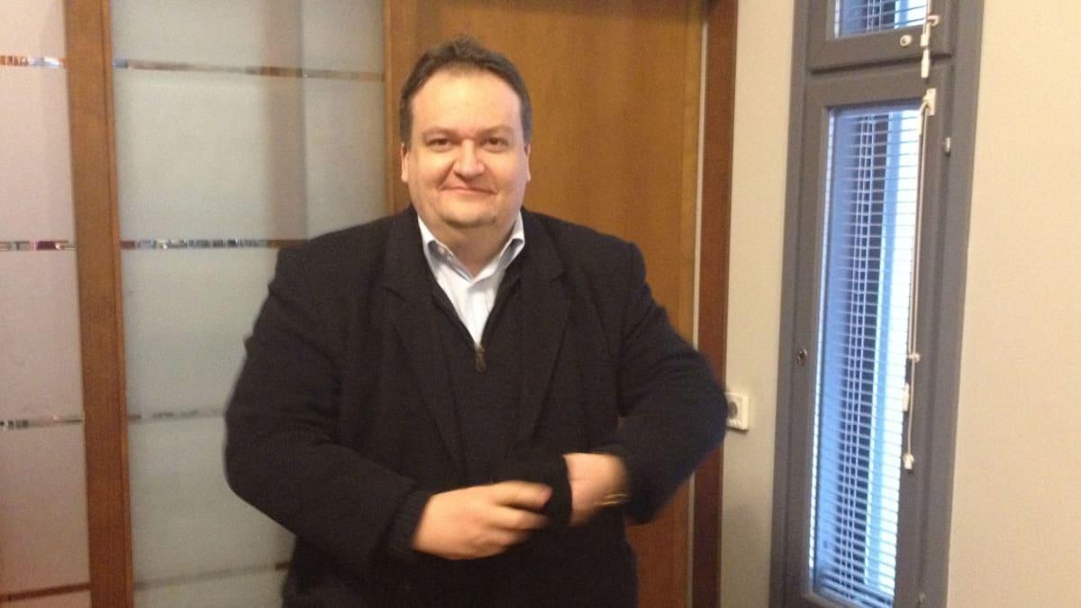 LAGUNA-konsortion johtaja Andre Rubbia esitteli keskiviikkona 2000-sivuisen esitutkimuksen loppuraporttia Espoossa.