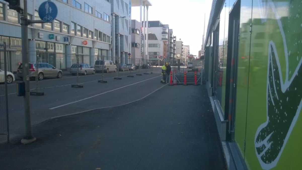 Hartelan tornitaloa aletaan rakentaa, aluetta aidattiin 2.9.2014.