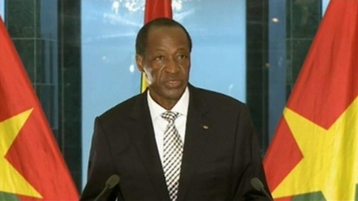 Burkina Fason syrjäytetty presidentti Blaise Compaore tiedotustilaisuudessa 31. lokakuuta.