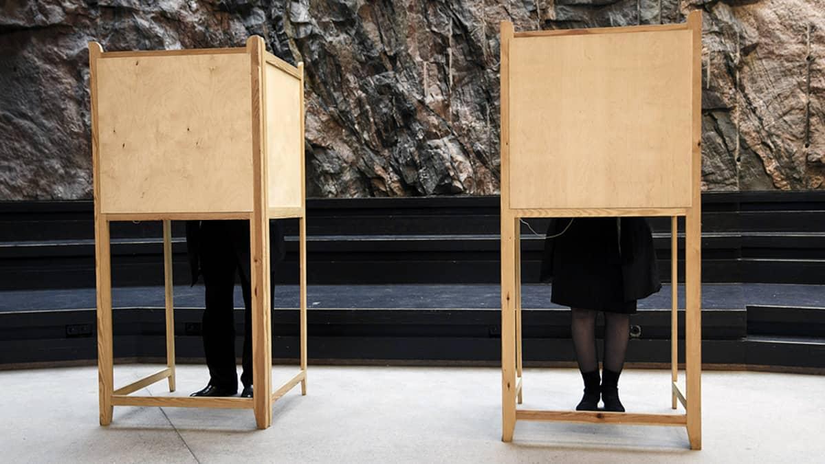 Seurakuntavaalien äänestyspaikka Temppeliaukion kirkossa Helsingissä.