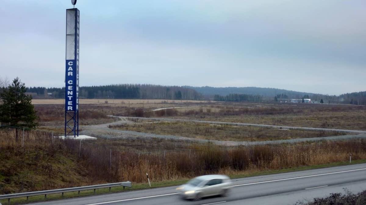 Osa moottoritielle näkyvän tolpan teksteistä on kadonnut