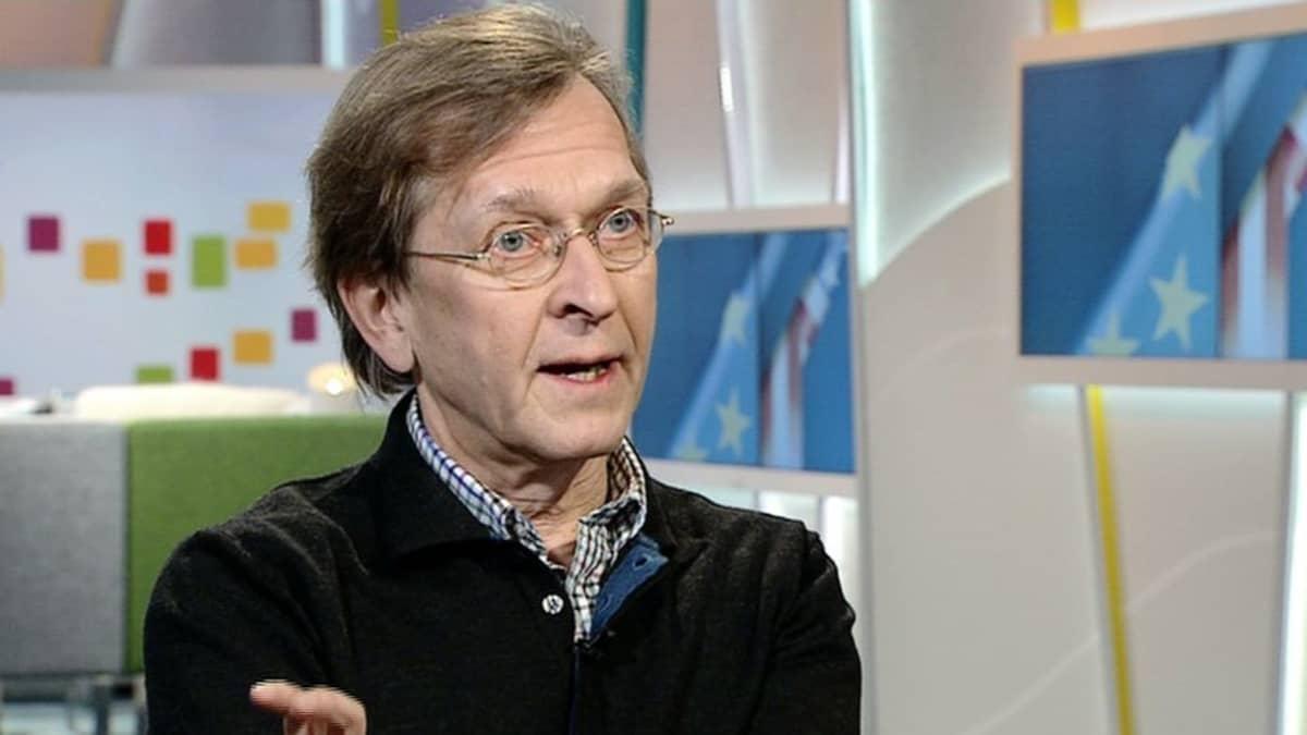 Kansainvälisen oikeuden professori Martti Koskenniemi Aamu-tv:ssä 16. tammikuuta 2015.
