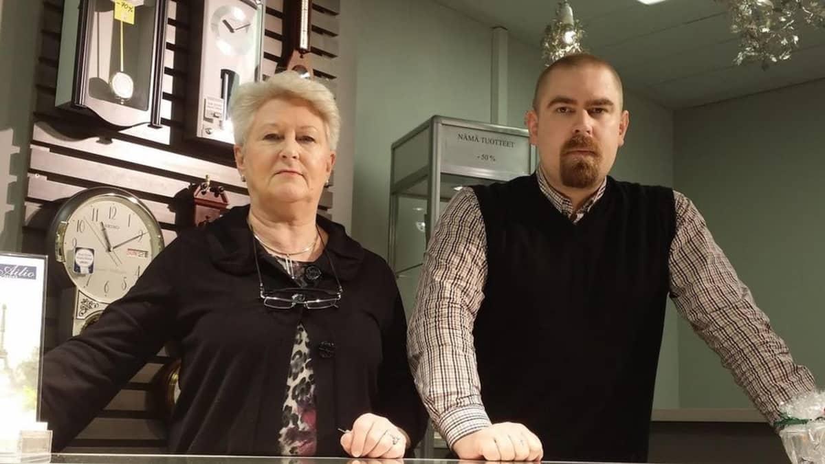 Äiti ja poika Ailio kultasepänliike Jyväskylä