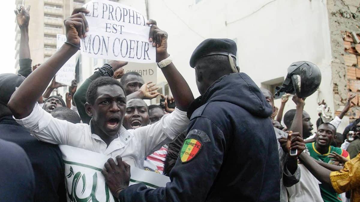 Charlie Hebdo -lehden vastainen mielenosoitus Senegalissa.