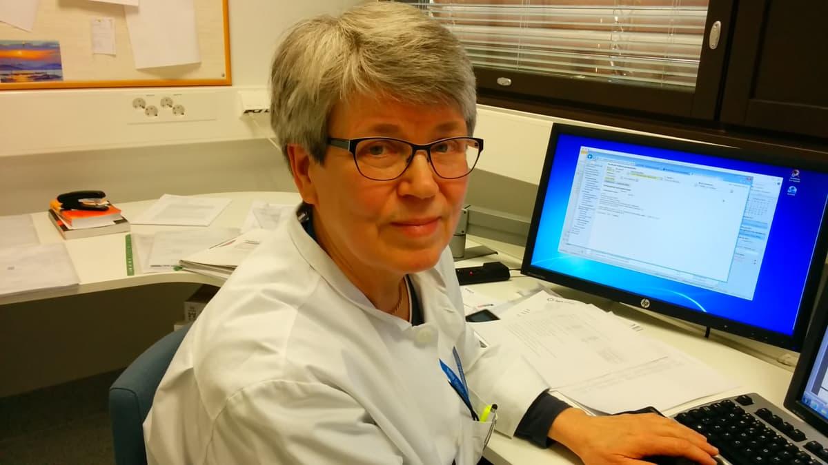 Seinäjoen keskussairalan silmätautiosaston ylilääkäri Eeva Orhanen.