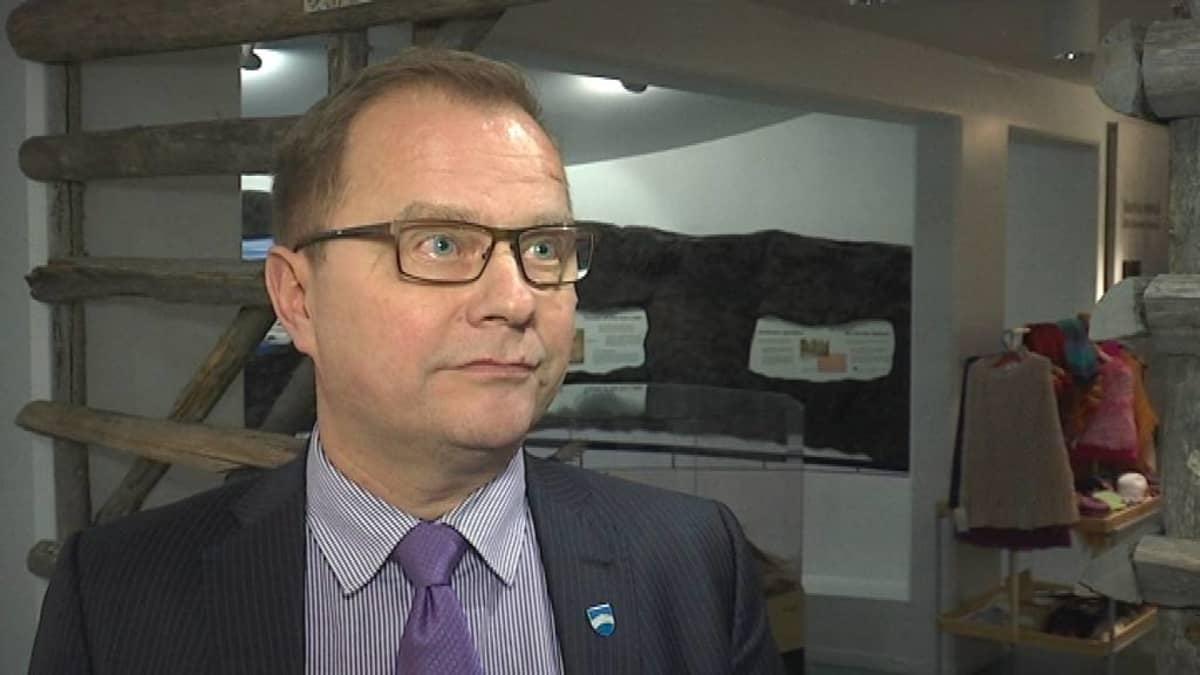 Erkki Parkkinen, Sallan kunnanjohtaja.