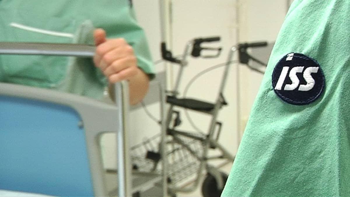 Kuvassa ISS:n logo sairaalasiivoojan hiassa.