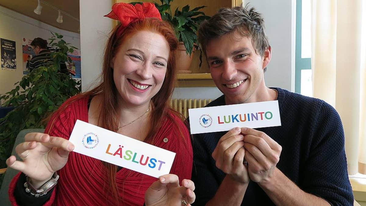 Lukuintolähettiläät Siri Kolu ja Aleksi Delikouras.