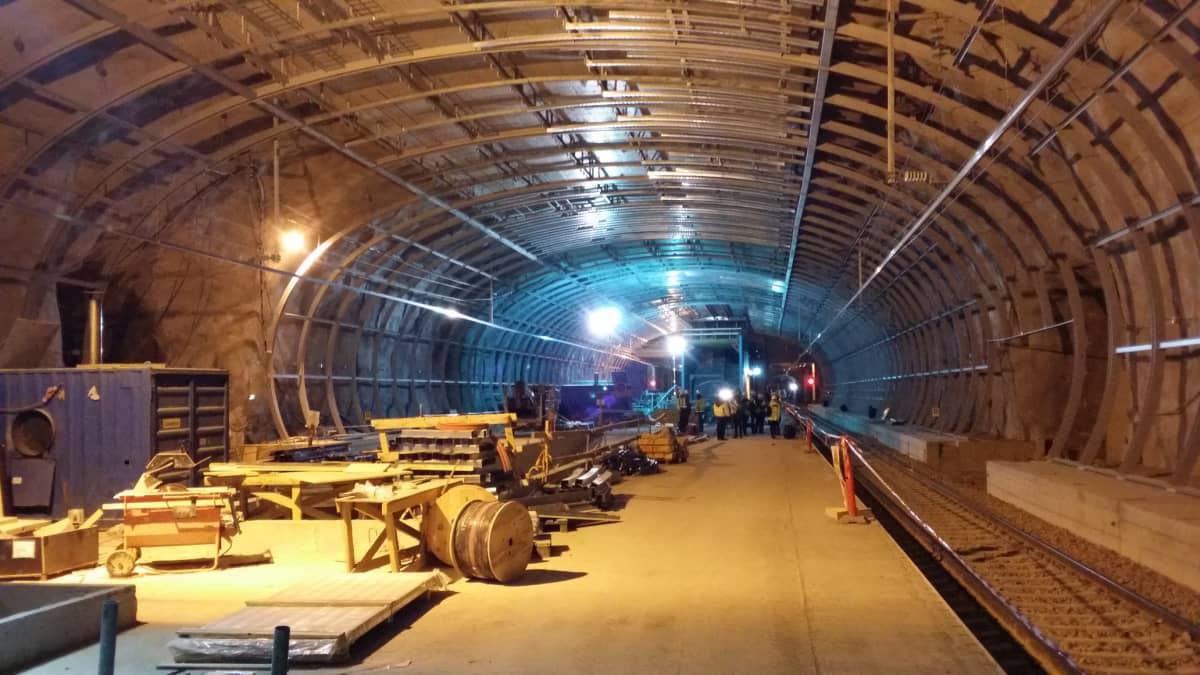 Kehäradan rakennustyömaata lentokentän asemalaiturilta helmikuussa 2015.