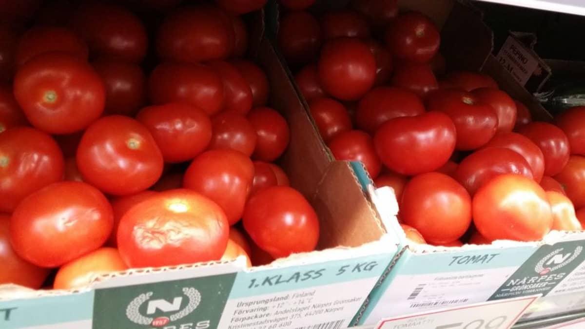 tomaatteja kaupassa