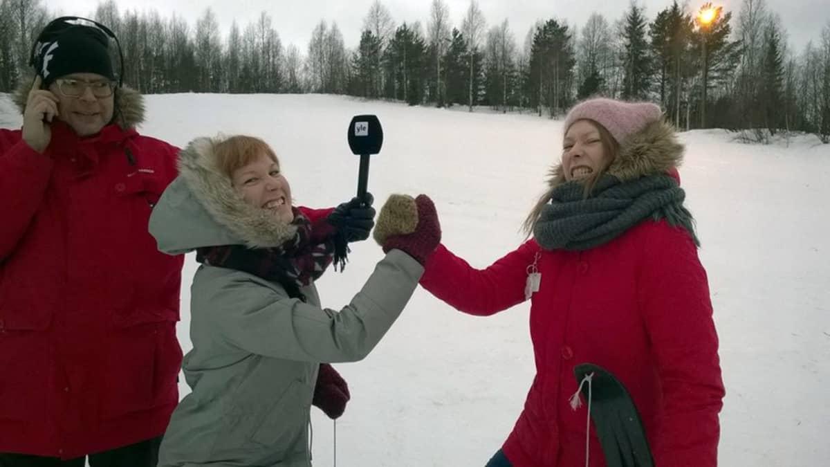 Inkeri Raittila ja Sini Sandman Jungon mäessä Jari Vesan haastateltavina.