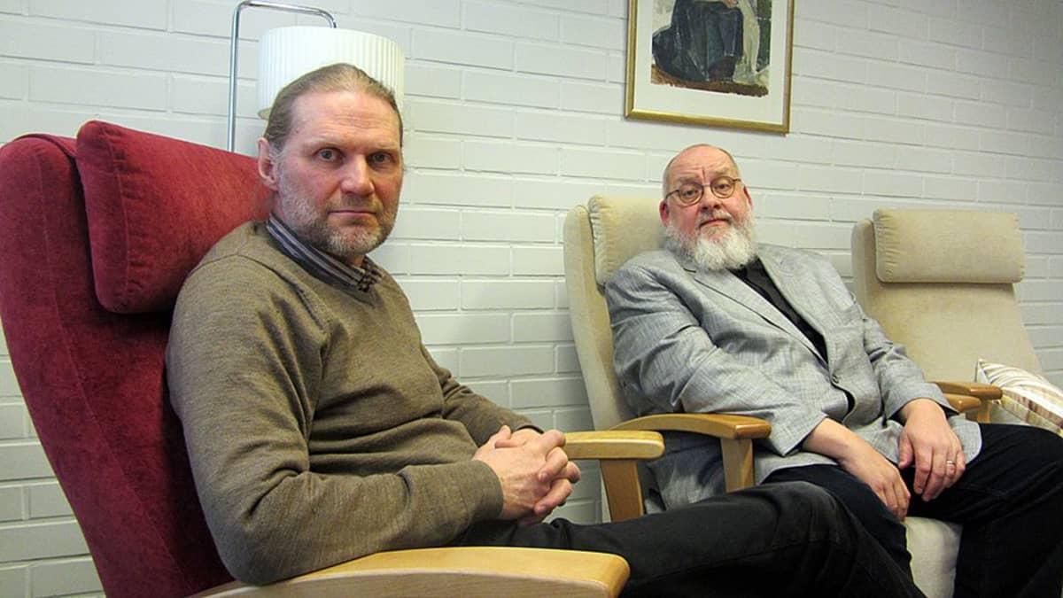Kirkkoherra Jouni Sirviä ja seurakuntapastori Martti T. Nykänen