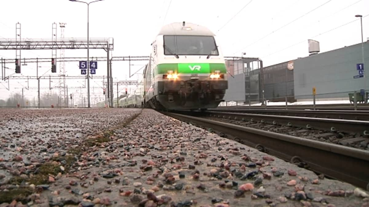 Juna Riihimäen asemalla.