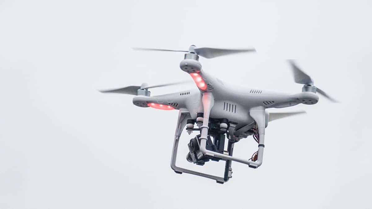 Radio-ohjattava kuvauskopteri.