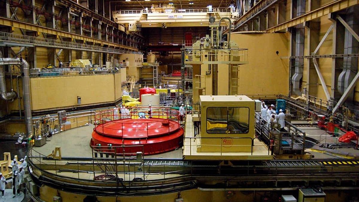 Paksin ydinvoimalan reaktorihalli kuvattuna tammikuussa 2007.
