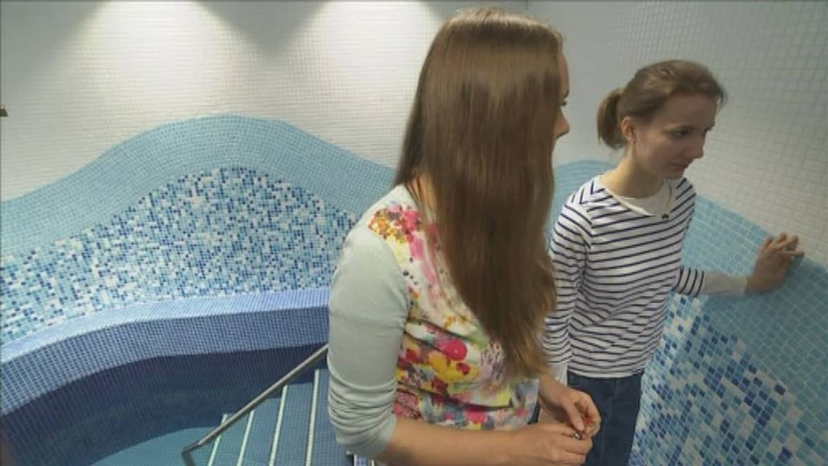 Anna Swanström ja Tehila Huttunen kertovat, että Mikve on juutalainen rituaalikylpy. Sitä käytetään sekä ihmisille että astioille.