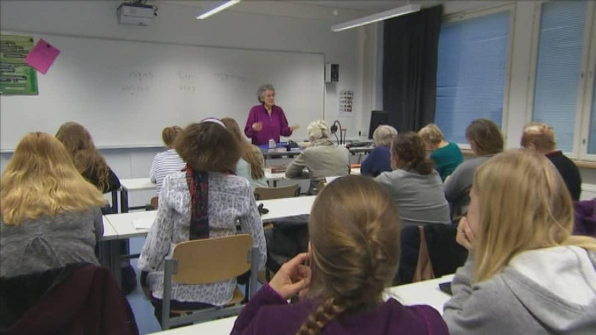 Useimmat Nurit Steinbock-Vatka hepreantunien oppilaista eivät ole juutalaisia.