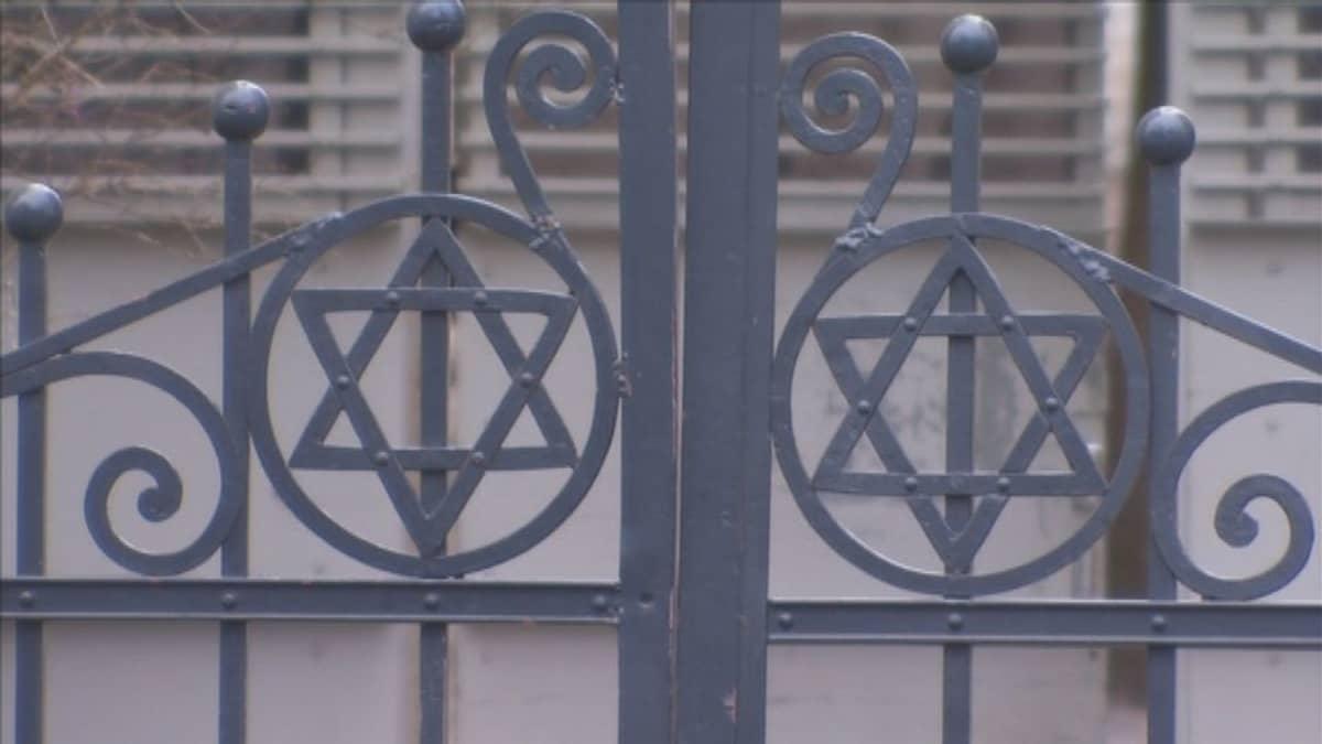 Helsingin juutalasen seurakunnan portti.