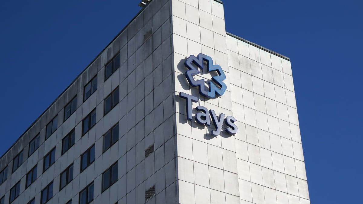 Tays-logo sairaalan seinässä.