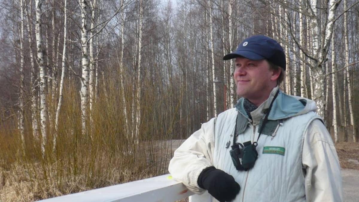 Karri Jutila muistuttaa, että Varikonniemen puisto- ja viheralueen pienentyessä myös lajiston reviirit pienenevät.