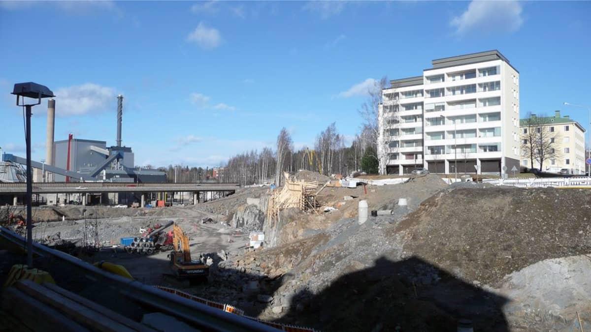 Rantatunnelin työmaa Naistenlahdessa huhtikuussa 2015