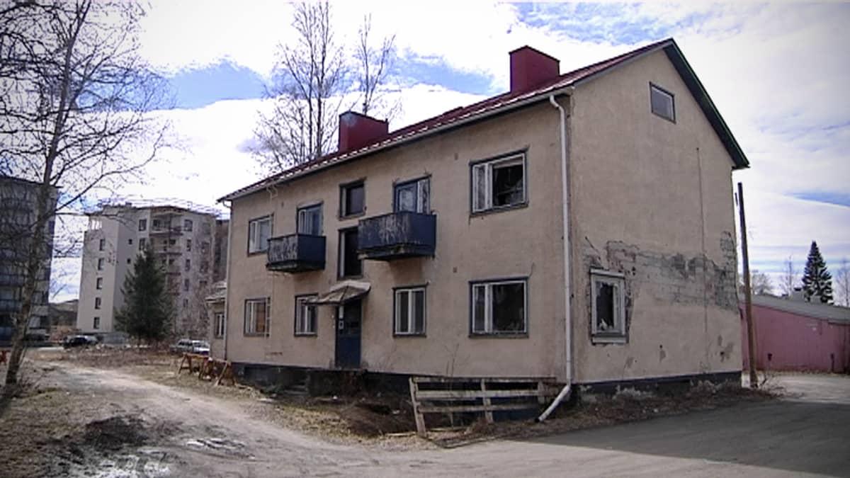 Vanha ränsistynyt talo.