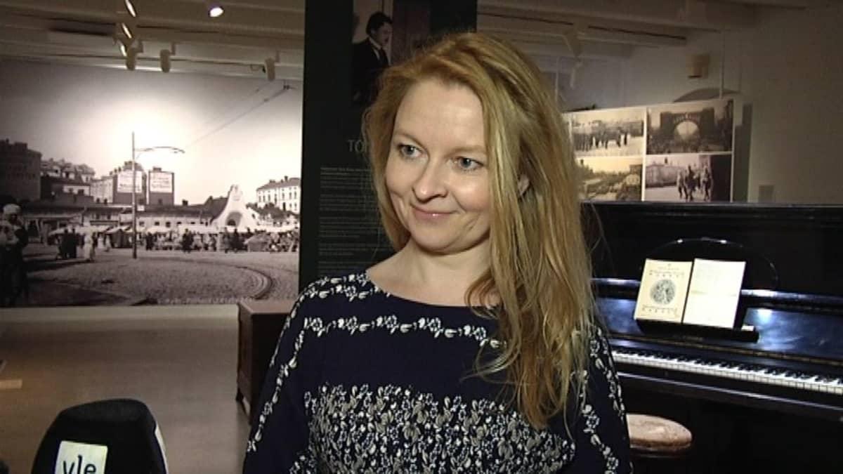 käsikirjoittaja, kirjailija Anna Kortelainen