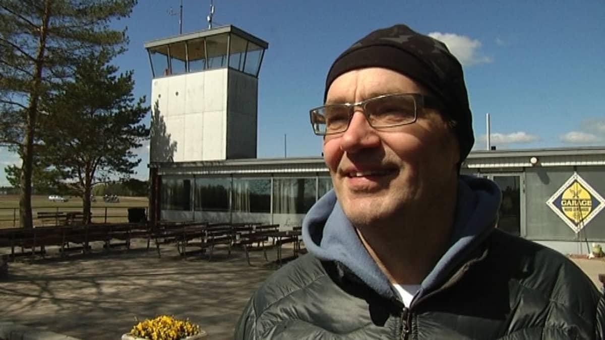 Ville Söderström Räyskälän lentokentällä