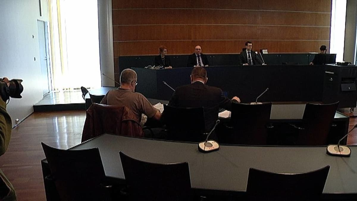 Korsnäsin pommijutun oikeudenkäynti Pohjanmaan käräjäoikeudessa 21.5.2015.