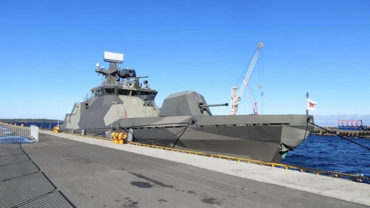 Rannikkolaivaston ohjusvene Tornio Röyttän satamassa.