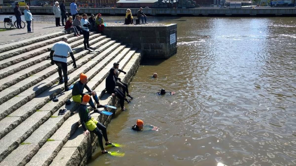 Aurajoki-uinti pani liikettä räpylöihin.