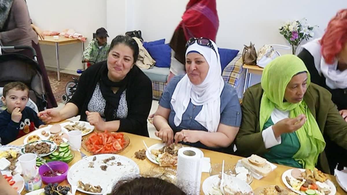 Halda Khalida (toinen vas.) Länsimäen toimintakeskuksessa