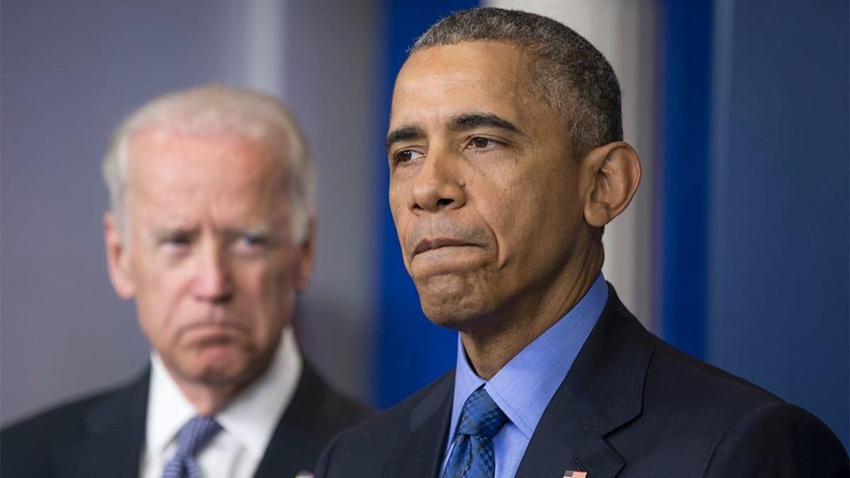 Barack Obama ja taustalla varapresidentti Joe Biden