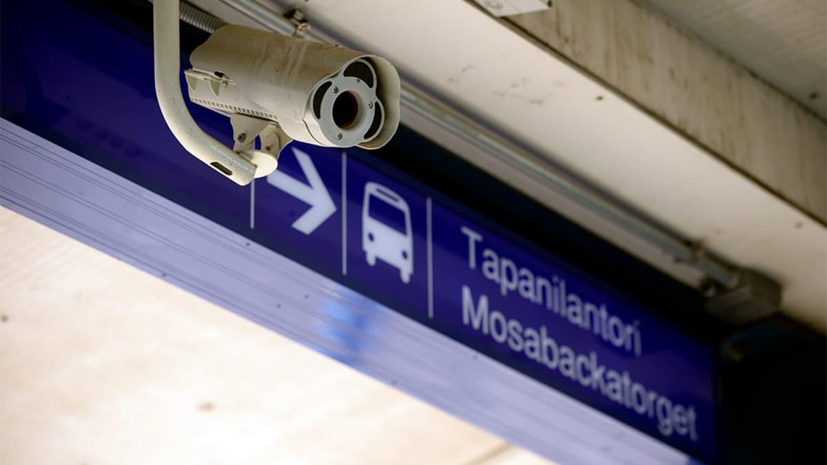 Turvakamera Tapanilan juna-asemalla.