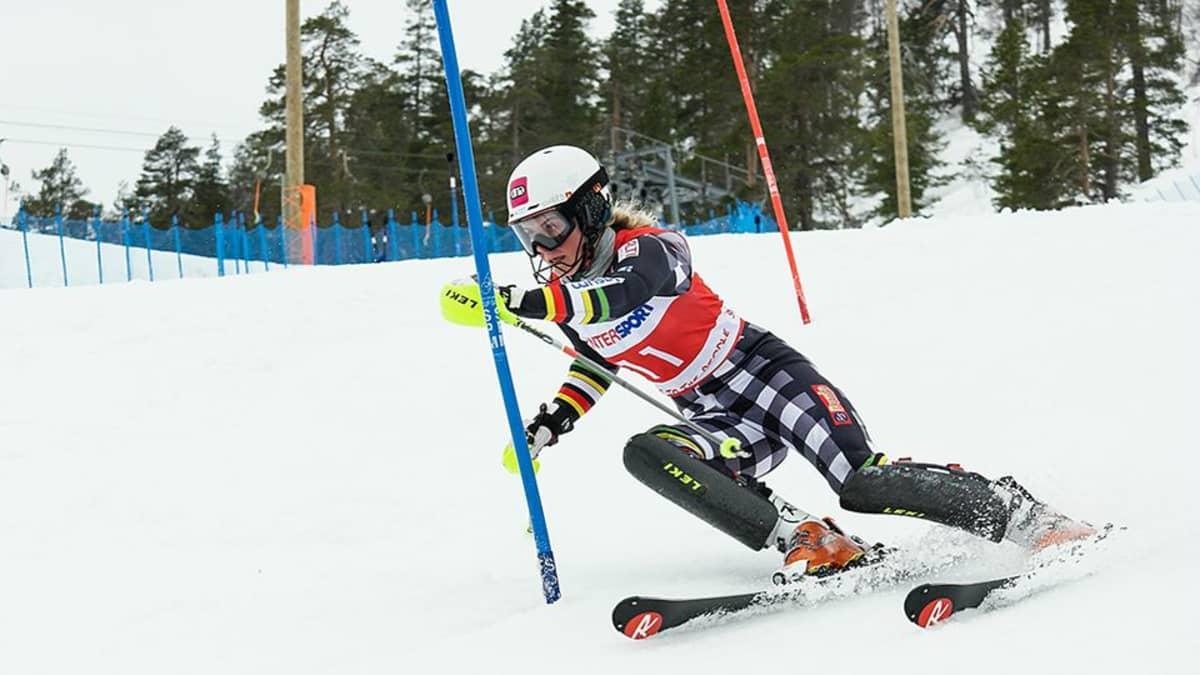 Santa Claus Ski Teamin alppihiihtäjä Hilla Hannola