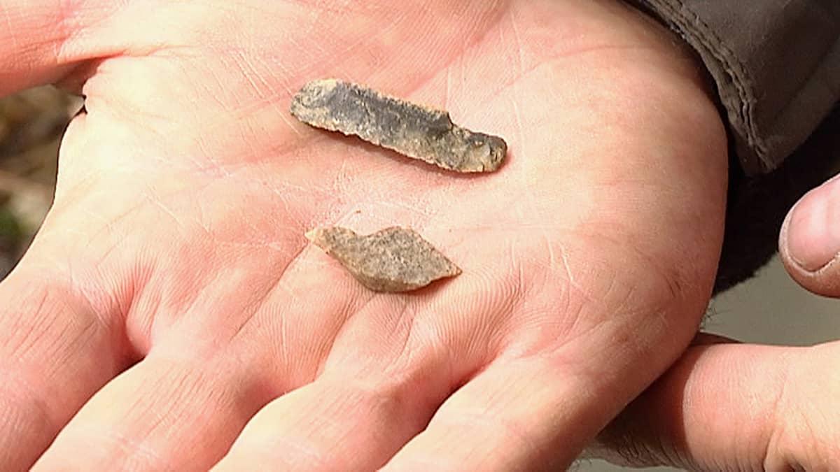 Kuurmanpohjan kaivauksista löytynyttä piitä, jonka epäillään olevan kotoisin Keski-Venäjältä