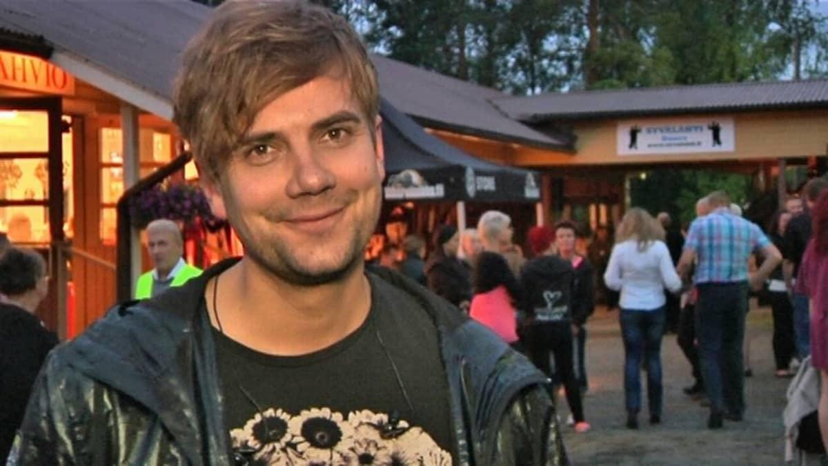 Neljänsuoran laulaja Antti Ketonen
