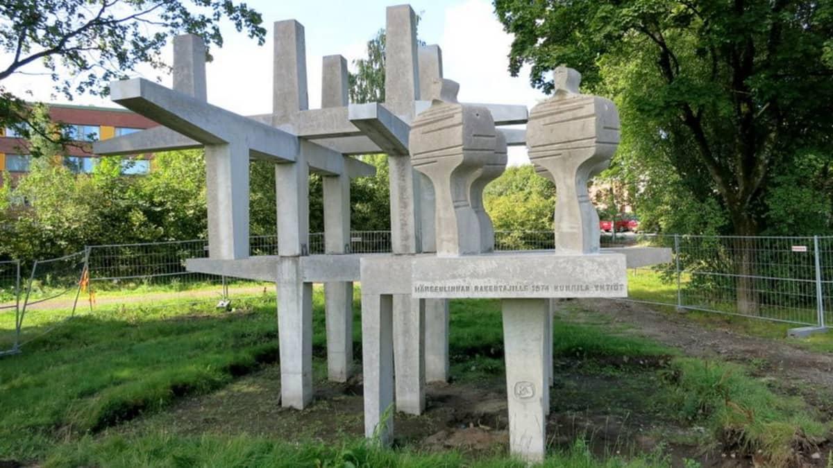 Rakentajat-monumentti Hämeenlinnassa