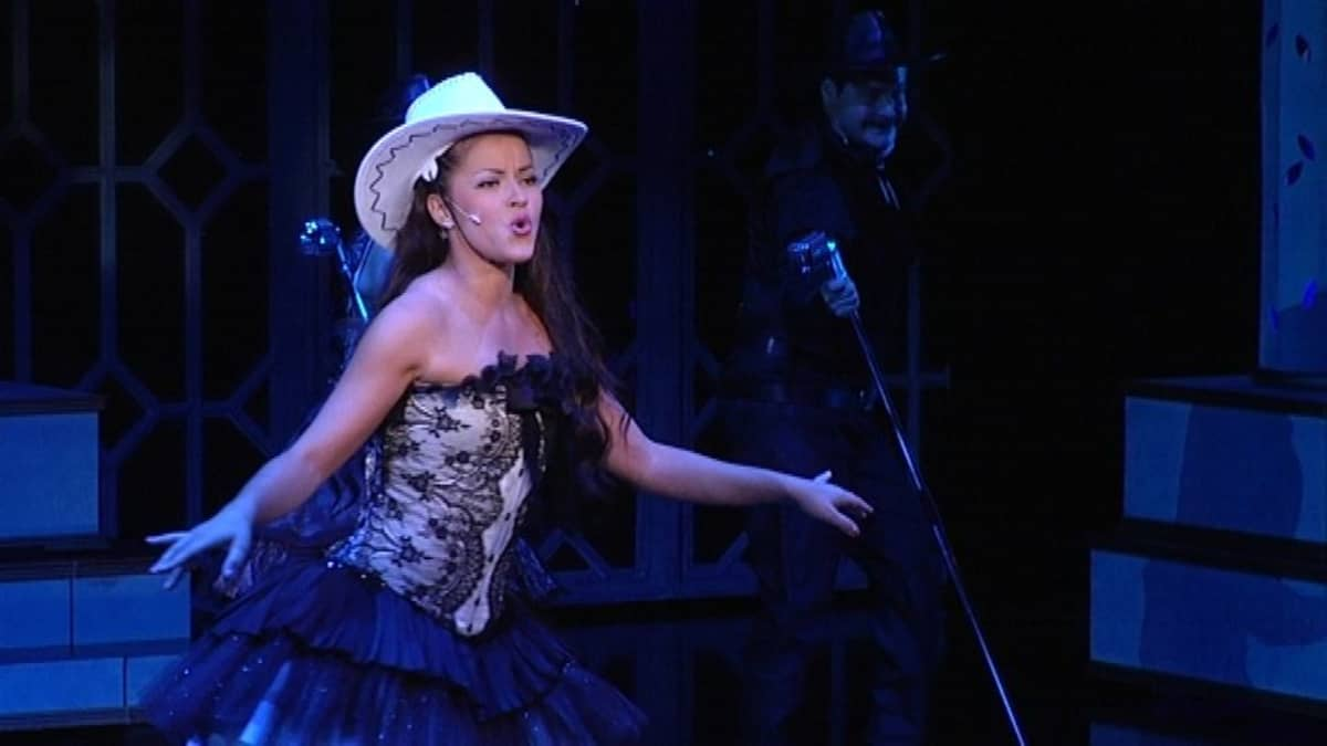 Sofia Arasola esittää nuorta Tamara Lundia.