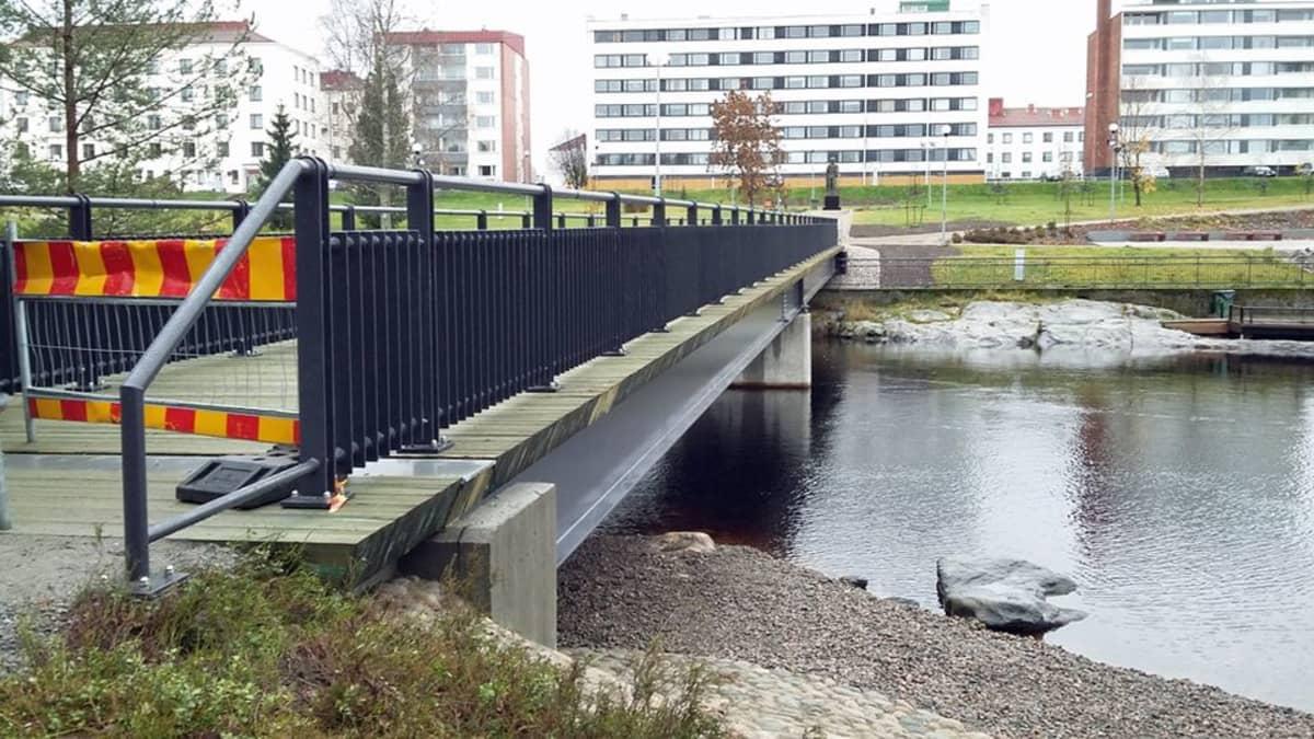 Uusi Kyynäspäänniemen kevyenliikenteen silta.