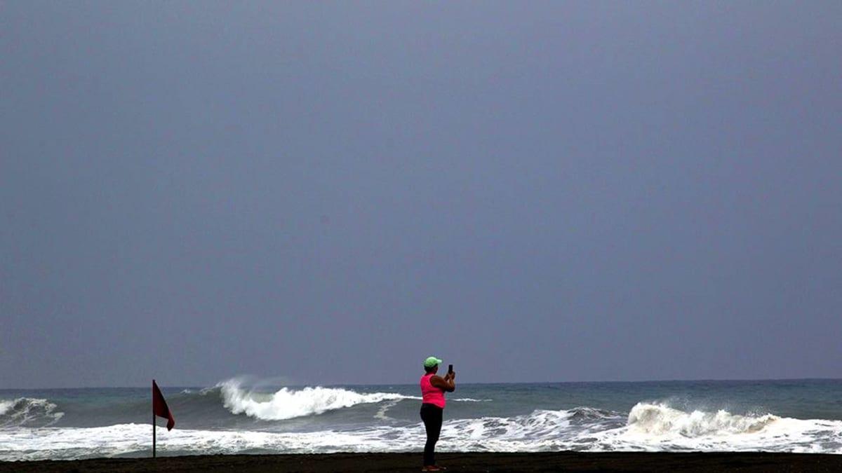 Allokkoa, tumma taivas Meksikon rannikolla.