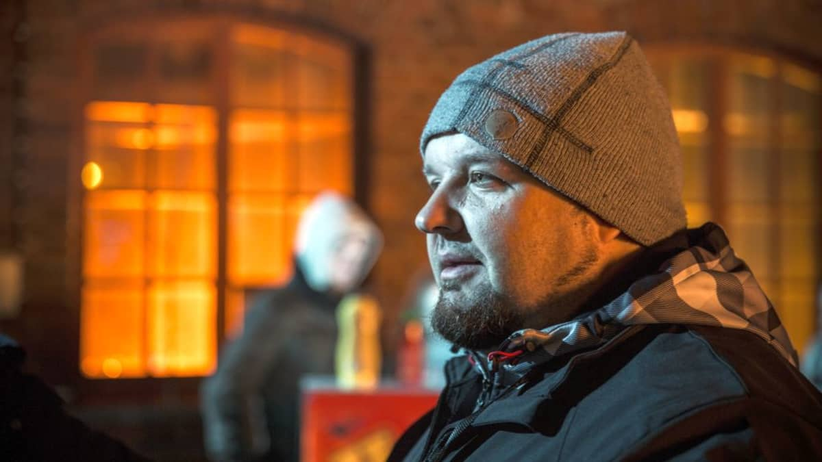 Timo Puustinen on aiemmin tehnyt elokuvat Aika tappaa ja Sanansaattaja.